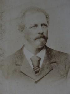 kapitein J.J. van der Laag, portret gevonden in het sigarenkistje van opa..