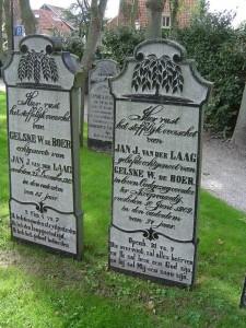 grafstenen Van der Laag en zijn vrouw op Ameland