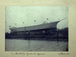 10a Geertruida Gerarda (II) op helling van werf van J. & K. Smit voor de Krimpense reder P. vd Hoog, vlak voor tewaterlating